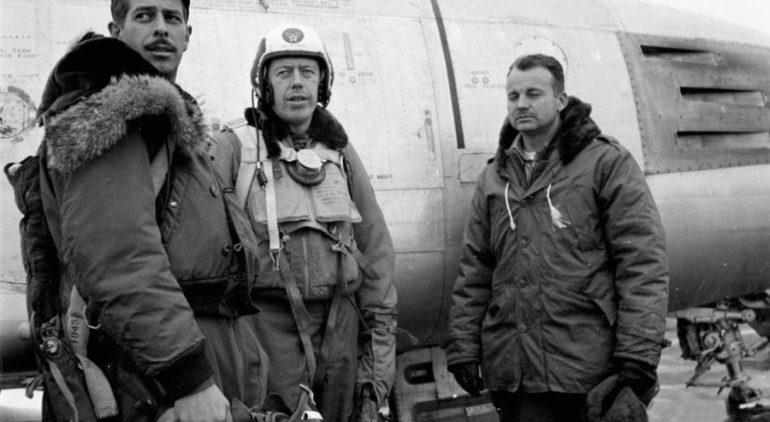 piloti-v-kurtke-alayska